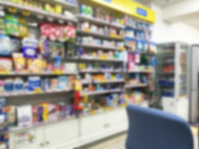 薬局の商品棚