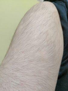 毛深い男性の腕